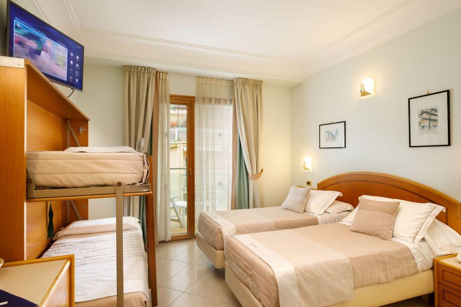 Letti A Castello Per Hotel.Camera Quadrupla Comfort Hotel Gardenia Sorrento